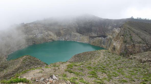 Les lacs vert et brun, Kelimutu